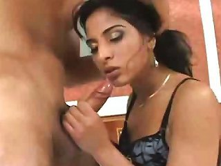 Pretty Indian Girl Does Some Nice Sucking Before Some Hot Drtuber